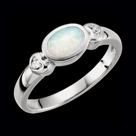 Pretty Opal Gold Ring