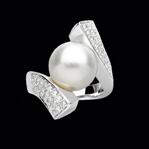 Stunning South Sea Pearl & Diamond Ring