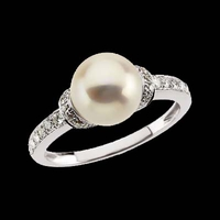 Lovely Pearl Diamond Ring
