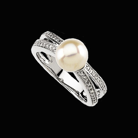 White Gold Pearl Diamond Ring