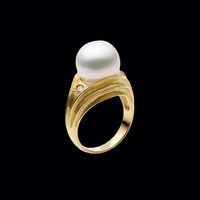 Sophisticated Pearl Diamond Ring